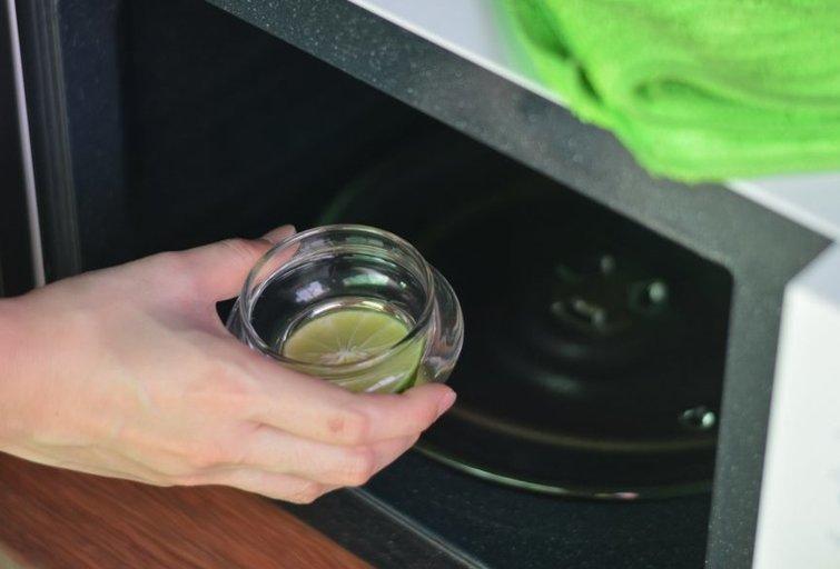 Mikrobangų krosnelė (nuotr. Shutterstock.com)