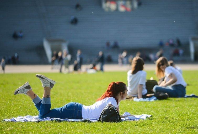 Liūdnos žinios laukiantiems šilumos: ekspertas įspėja, kad teks palaukti (nuotr. Fotodiena.lt)