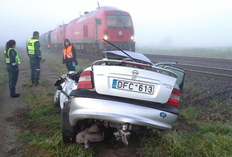 Traukinio ir mašinos susidūrimas (nuotr. asm. archyvo)