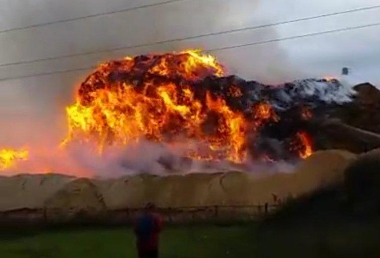 Milžiniškas gaisras Radviliškyje – įspėjami gyventojai (nuotr. facebook.com)
