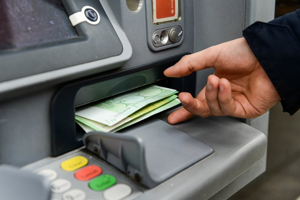 Pinigai, bankomatas