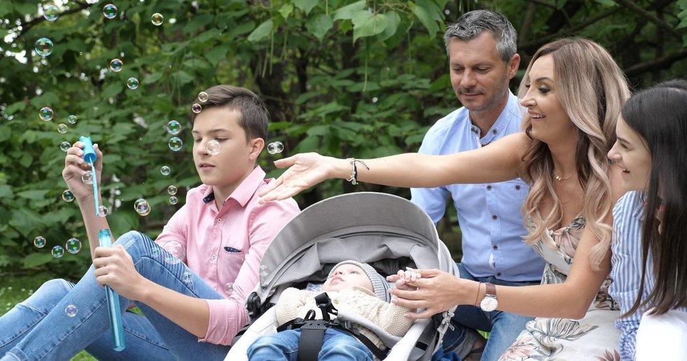 Gerda ir Andrius Žemaičiai su savo vaikais  (nuotr. Juozo Skaros)