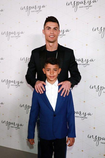 Cristiano Ronaldo su sūnumi (nuotr. Vida Press)