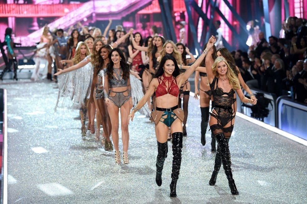 """""""Victoria's Secret"""" modeliai (nuotr. Vida Press)"""