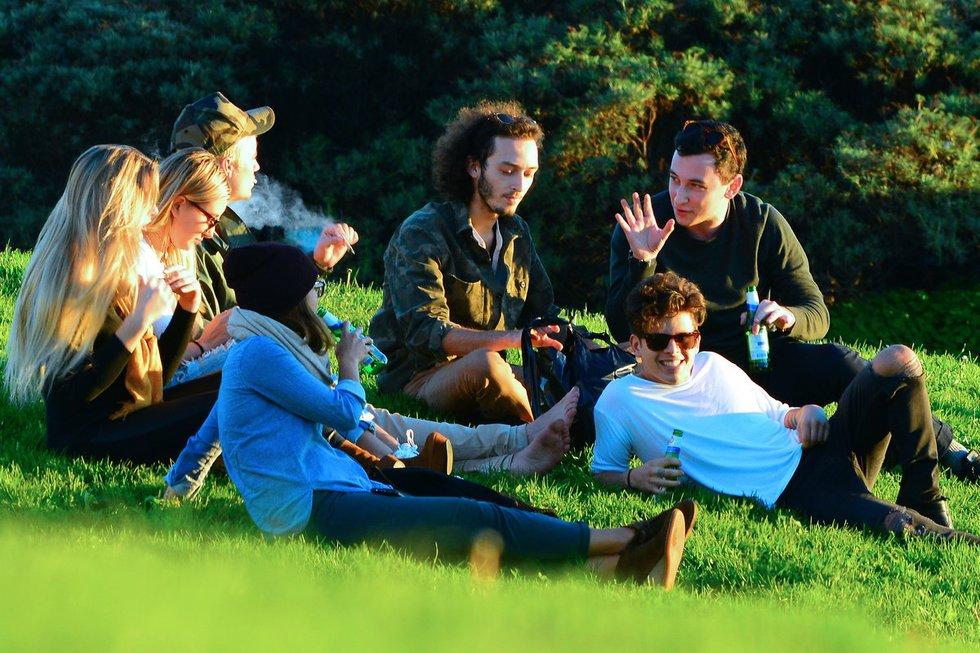 Justinas Bieberis su savo draugais parke jautėsi kaip namie (nuotr. Vida Press)