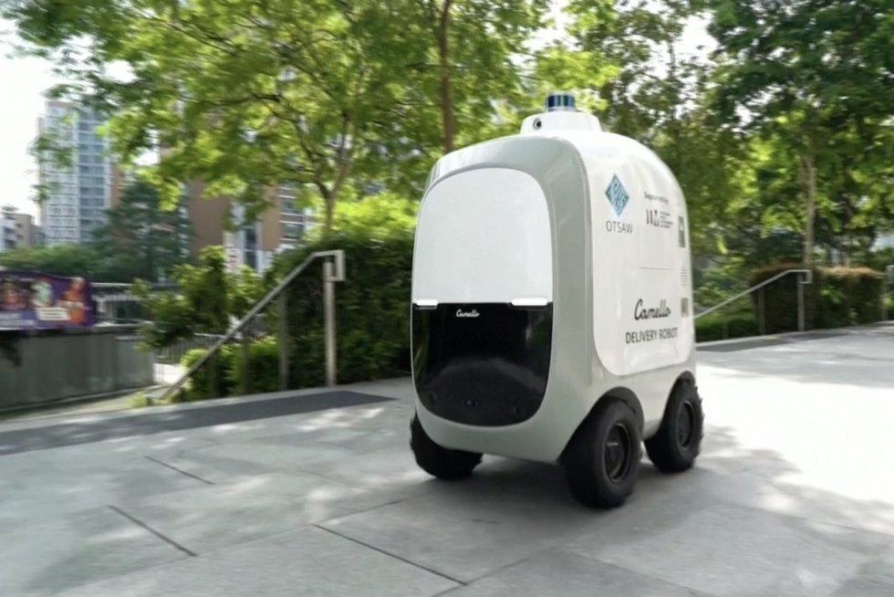 Sugalvojo dar vieną bekontakčio pristatymo būdą: gatvėmis važinėja robotas (nuotr. stop kadras)