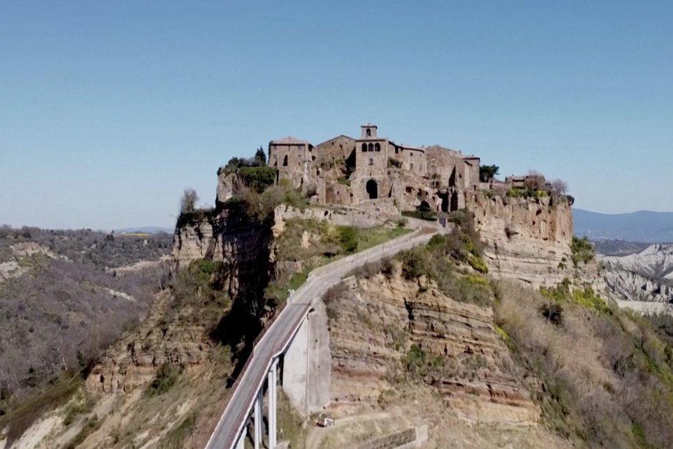 """""""Mirštantis"""" Italijos miestas: čia gyvena vos 14 žmonių (nuotr. stop kadras)"""