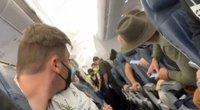 Lėktuvo keleivė patyrė šoką: šalia sėdinti moteris skrydžio metu pagimdė kūdikį (nuotr. stop kadras)