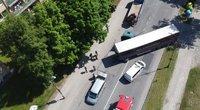 Tragiškas įvykis Šiauliuose: pariedėjęs vilkikas mirtinai sužalojo vos 24-erių vairuotoją (Egidijaus Anglickio nuotr.)