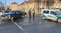 BMW ir policijos automobilių avarija prie Tauro kalno (nuotr. TV3)