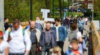 Šeimos maršo dalyviai renkasi į Vingio parką Vilniuje (nuotr. Fotodiena/Justino Auškelio)