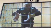 Navalnas iš ligoninės grąžintas į koloniją: atsiima ieškinius pareigūnams (nuotr. stop kadras)