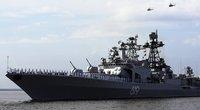 V. Putino akivaizdoje – nemalonus incidentas: parado metu karinis laivas taranavo tiltą