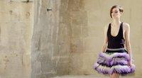 """Mados namai """"Chanel"""" pristatė naują kolekciją: dominuoja neįprasti siluetai (nuotr. stop kadras)"""
