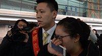 Oro uoste žmonės laukia naujausių žinių  (nuotr. SCANPIX)
