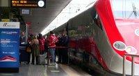 """Italijoje – naujovė: kursuoja traukinys """"be COVID-19"""" (nuotr. stop kadras)"""