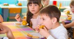 Išsiaiškintas didžiulis piktnaudžiavimas darželiuose: vaikai maitinami draudžiamais produktais