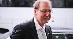 V. Uspaskichas kapanojasi iš skandalo: teigiamų komentarų tikina neprašęs