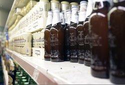 Alkoholio pardavimo pakeitimams – žalia šviesa Seime: leistų gerti jaunesniems, prekiautų ilgiau