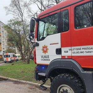 Vilniuje atvira liepsna dega namas