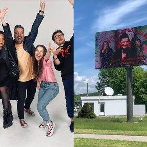 """Įspūdingas """"Power Hit Radio"""" kolegų sveikinimas: jubiliatas atsidūrė Vilniaus miesto stenduose"""