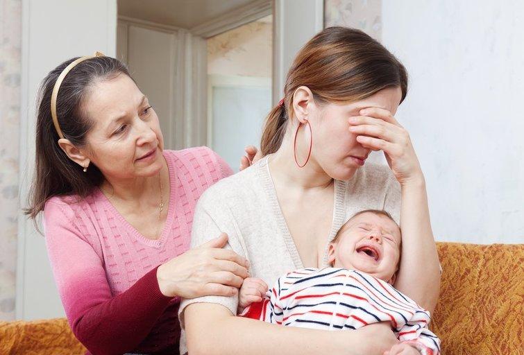 Verkianti moteris (nuotr. Shutterstock.com)