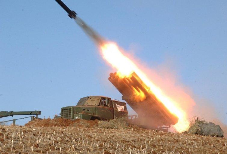 Šiaurės Korėjos artilerijos pratybos (nuotr. SCANPIX)