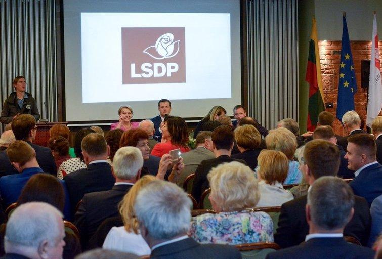Socialdemokratų tarybos posėdis dėl koalicijos likimo (nuotr. Fotodiena.lt)