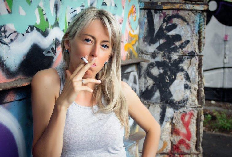 Rūkanti moteris (nuotr. Fotolia.com)