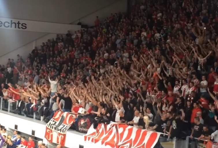 """Crvena Zvezda"" sirgaliai Berlyne (nuotr. YouTube)"