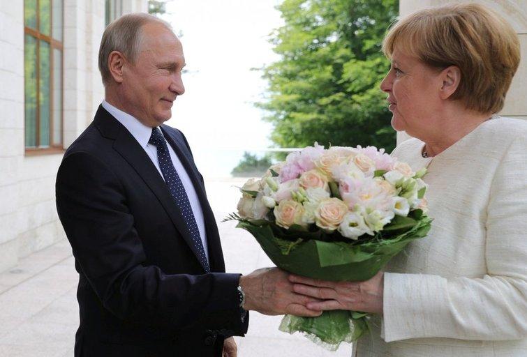Rusijos ir Vokietijos lyderių susitikimas Sočyje (nuotr. SCANPIX)