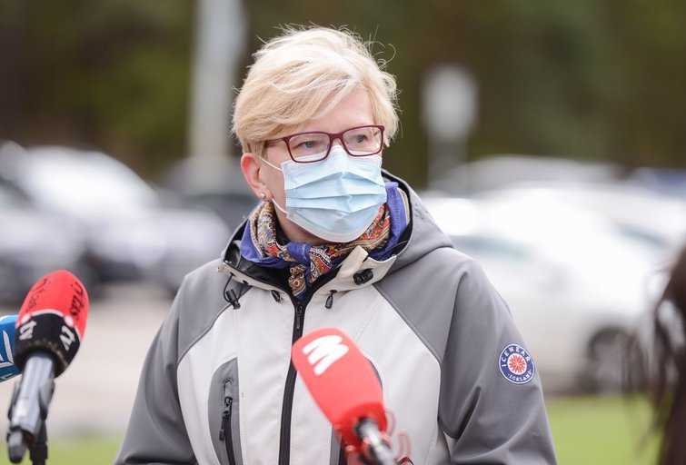 """Ingrida Šimonytė dalyvavoaplinkos tvarkymo akcijoje """"Darom 2021"""" (nuotr. Fotodiena/Justino Auškelio)"""