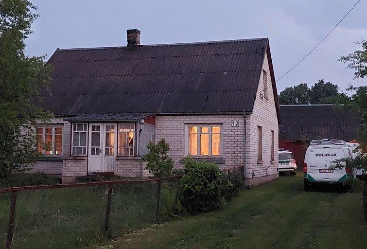 Kraupus vakaras Radviliškio rajone: rastas galimai nužudytos moters kūnas (Egidijaus Anglickio nuotr.)