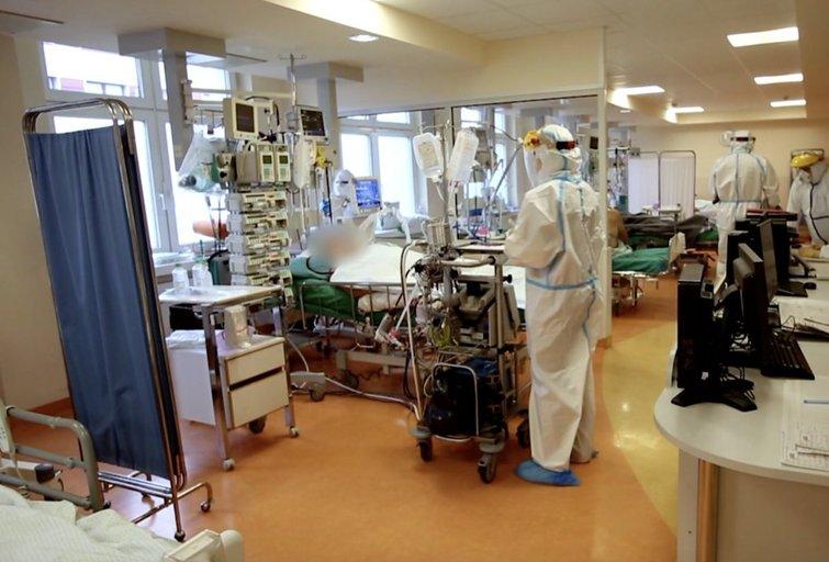 COVID-19 skyriuose – ir skiepą gavę pacientai: specialistai aiškina, kaip tai nutinka (nuotr. stop kadras)