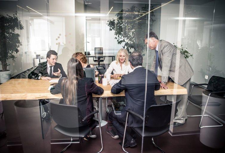 Darbas biure (nuotr. 123rf.com)