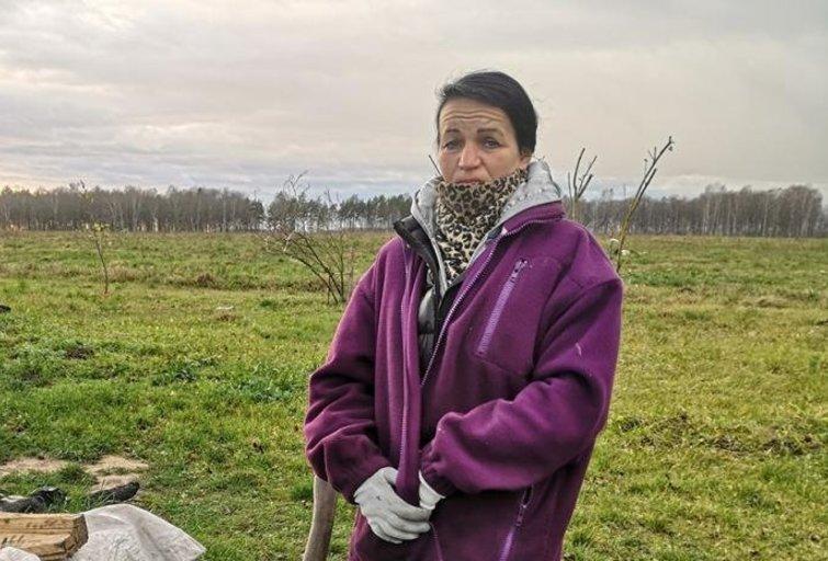 Ritą Drungilienę sutikome kieme kapojant malkas (Nuotr. birzietis.lt)