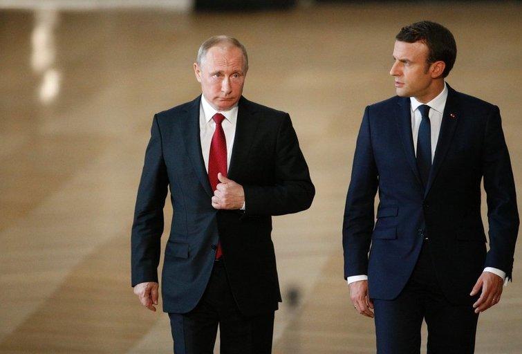 Prancūzijos prezidentas Emmanuelis Macronas ir Rusijos vadovas Vladimiras Putinas per derybas Versalyje (nuotr. SCANPIX)