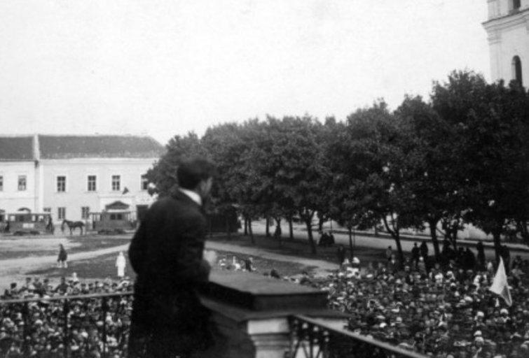 Mitingas Kauno Rotušės aikštėje. Kaunas, 1920 m. liepos 16 d. A. Burkaus archyvas