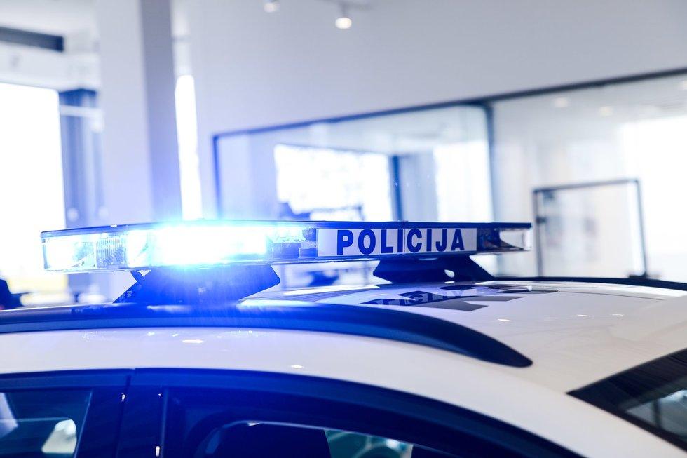 """Policijos """"šeimą"""" papildė per 100 naujų automobilių"""