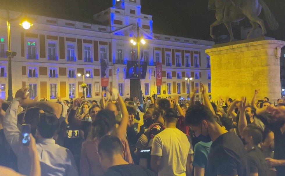 TV3 Žinios. Ispanai švenčia su trenksmu: panaikinu ribojimus didžiuosiuose miestuose šėlo iki ryto