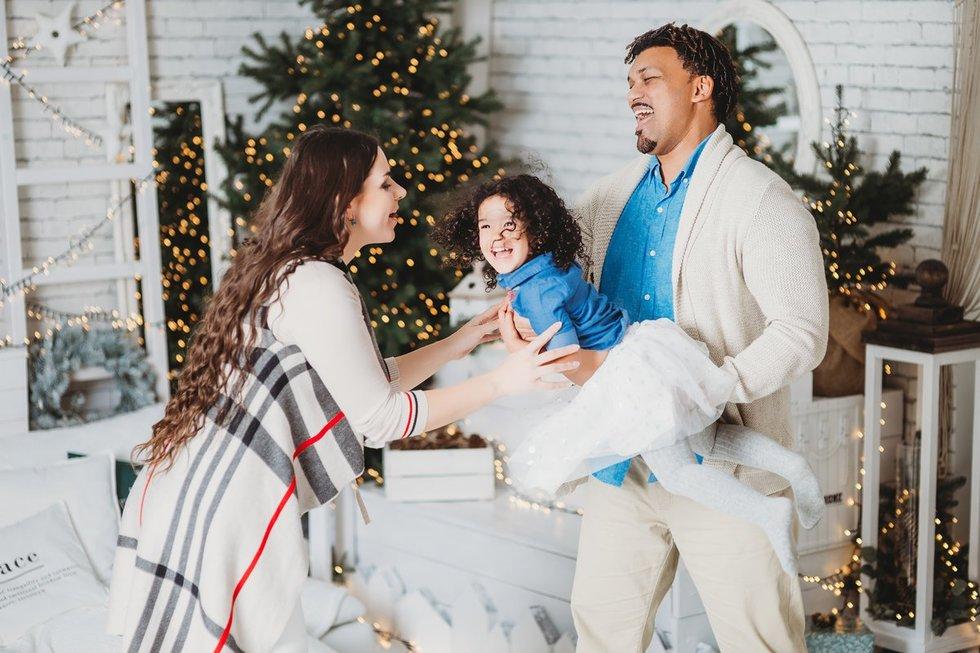 Šeima spinduliuoja meile ir laime (nuotr. Diana Zak photography)