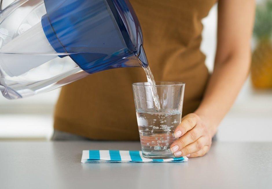 Išgerkite stiklinę vandens
