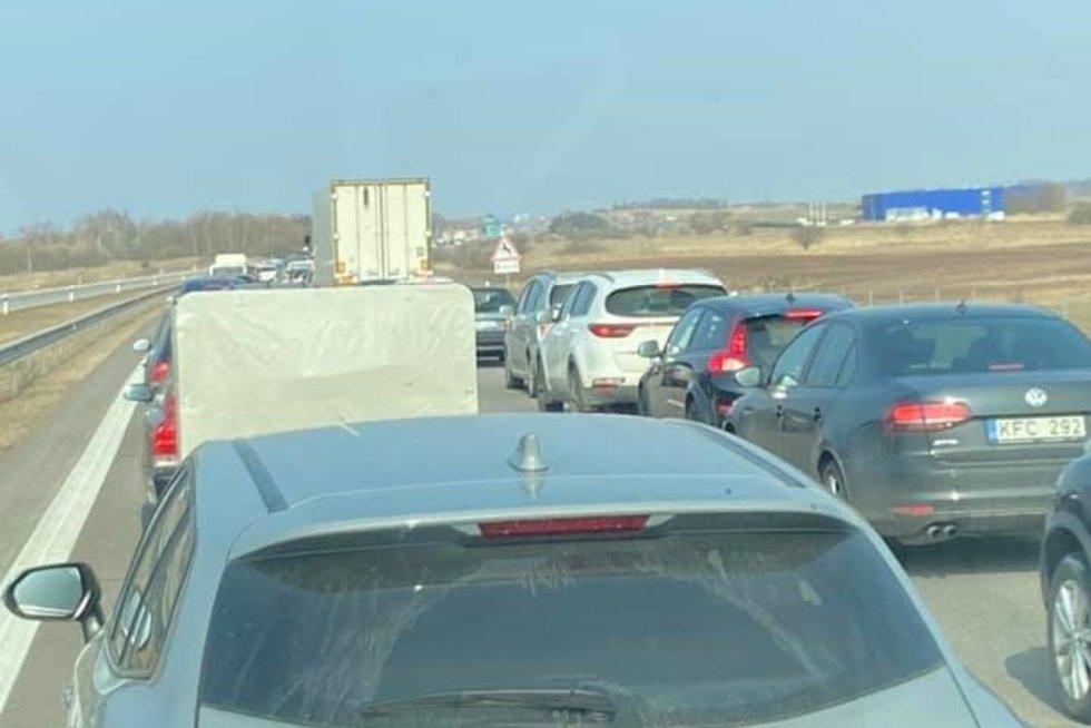 Automobilių spūstis (nuotr. facebook.com)