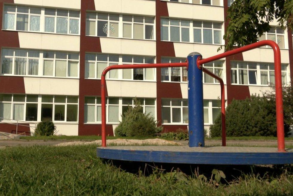 Aiškėja, kaip Klaipėdoje iškrito septynmetis: vaikas pasakoti nenori (nuotr. stop kadras)