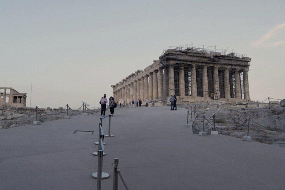 """Atnaujinus taką prie Atėnų """"Akropolio"""", jį gali aplankyti neįgalieji: patenkinti ne visi (nuotr. stop kadras)"""