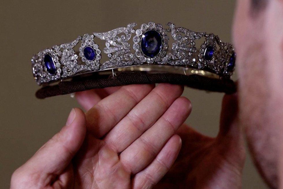 Aukcione parduodami paties Napoleono įdukrai priklausę deimantai ir safyrai (nuotr. stop kadras)