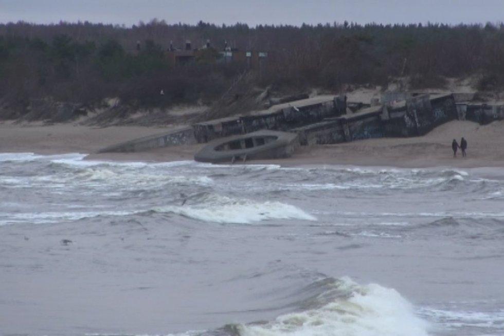 Šalies paplūdimiuose smėlio sparčiai mažėja