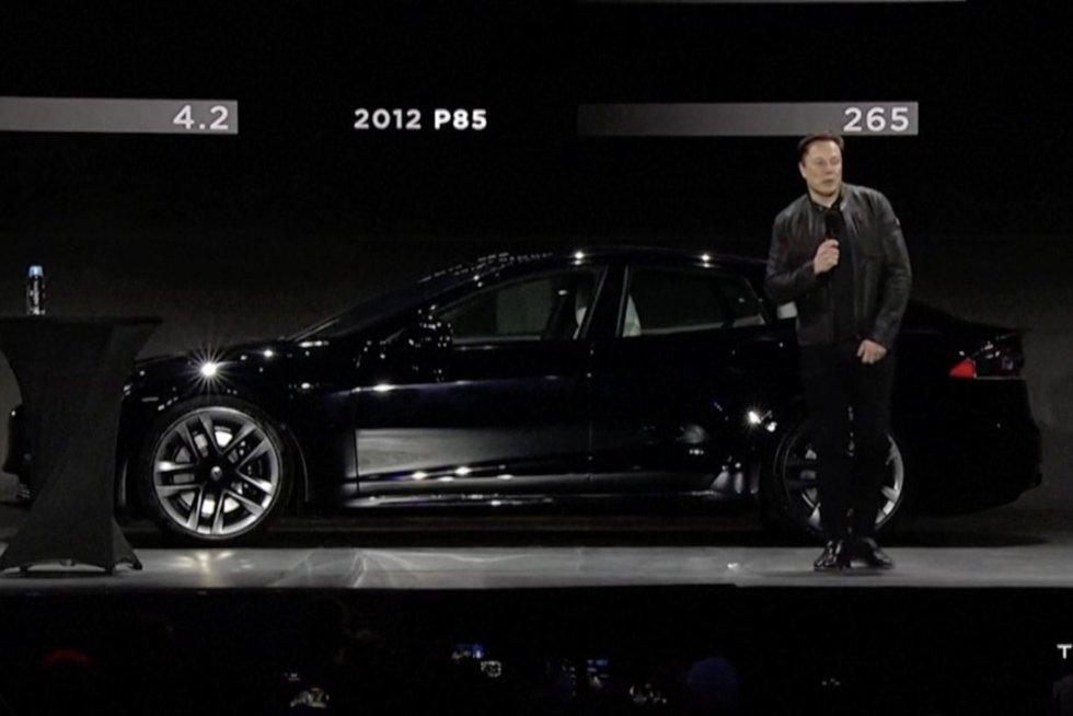 "Pristatė naująją ""Tesla"": tikisi, jog taps konkurente ""Porsche"" ir ""Mercedes-Benz"" (nuotr. stop kadras)"