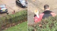 Moteris liko šokiruota: užsakymą atšaukęs kurjeris ėmė puotauti tiesiai po jos langu (nuotr. stop kadras)