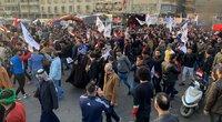 """Bagdade užpulta JAV ambasada: protestuotojai skandavo """"mirtis Amerikai"""" (nuotr. SCANPIX)"""